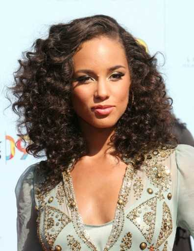 Alicia Keys lockige Frisur