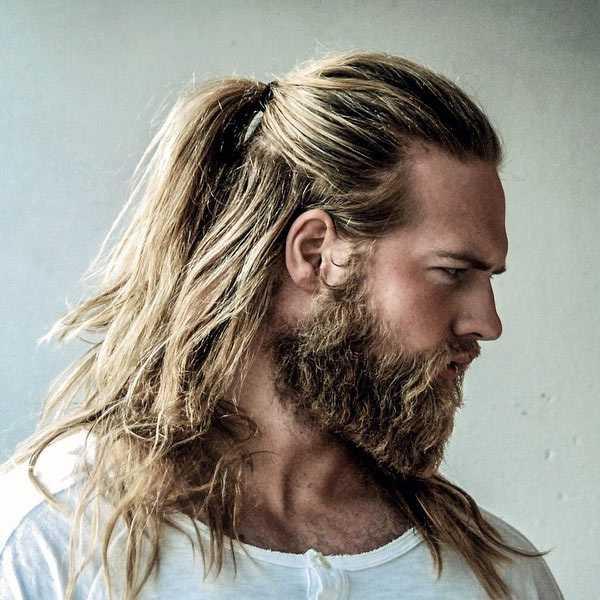 Bart und lange Haare