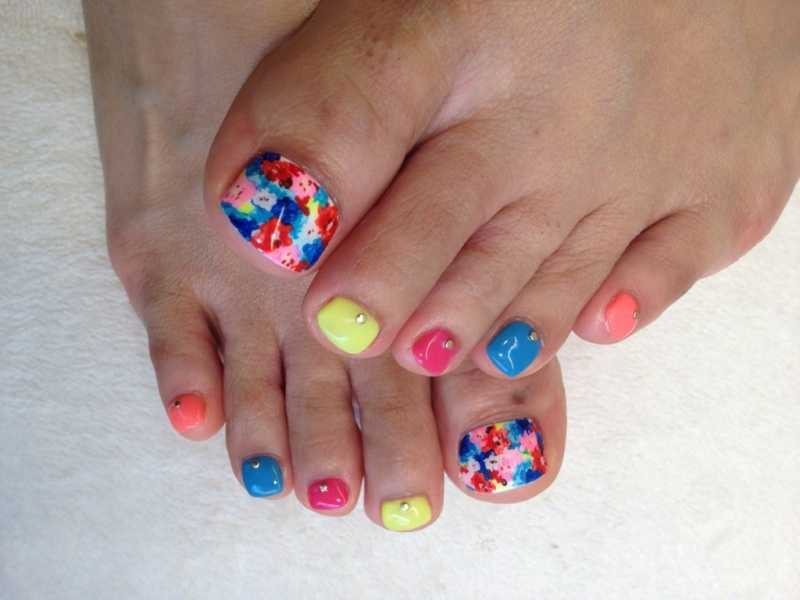Bunte Blumen toenail Art