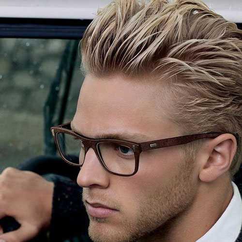 Heiße Kerle mit dem blonden Frisuren