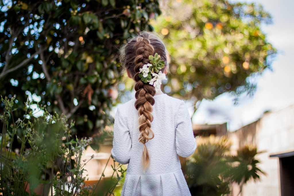 Feder Zöpfe mit Blumen