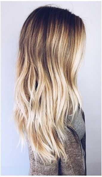 langen und gewelltes Haar Strand