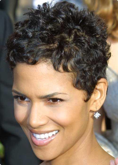 Pixie Cut für Frauen mit krausen Haaren