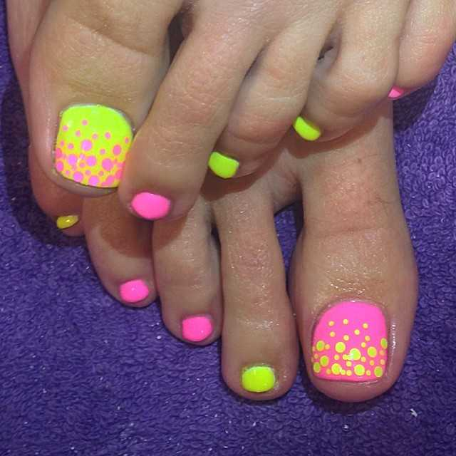 Tupfen Summer Nails