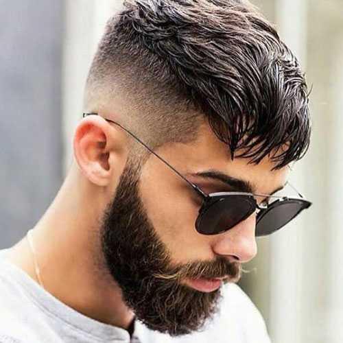 Kurze Frisuren - Mid Haut Fade mit Bangs