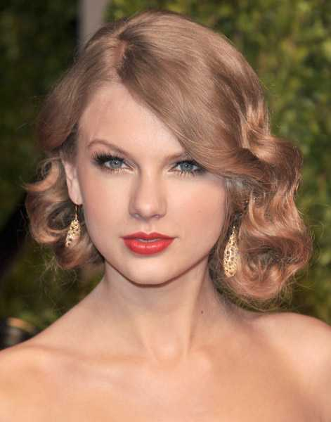 Taylor Swift faux bob