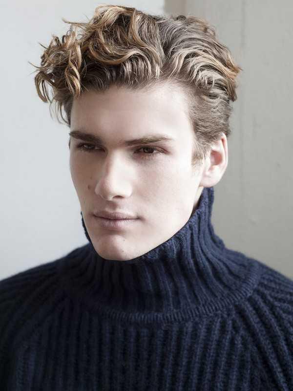 Wellenförmige Frisuren für Männer