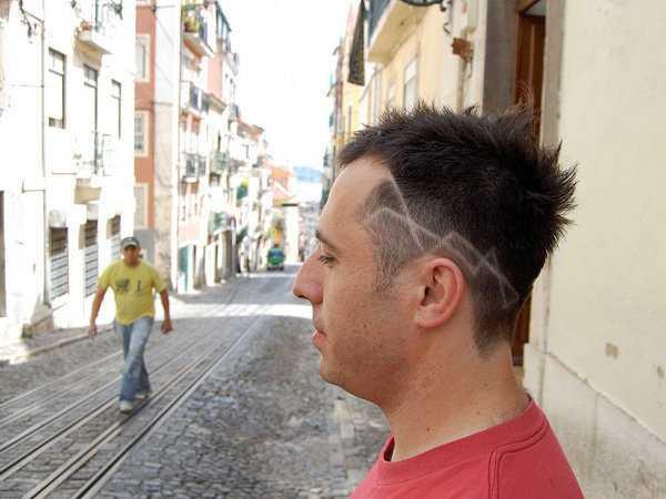 geschnitzt Hinterschneidung flippige Frisuren für Männer