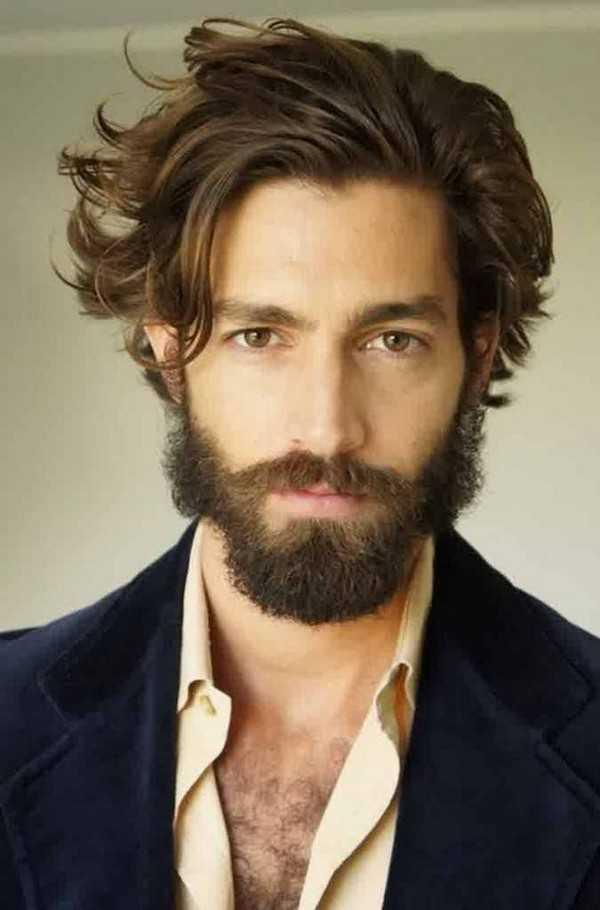 lockige Frisur Männer mit Bart