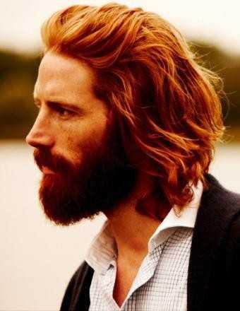 mittlerer Länge Mens Frisuren mit Bart Ingwer