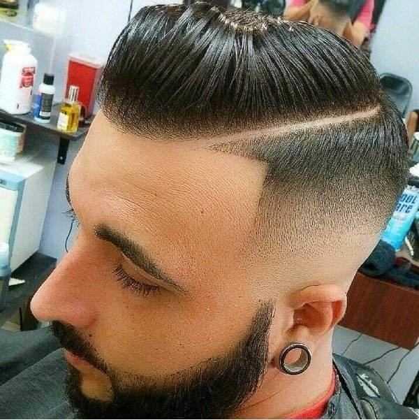 Zur Seite gekämmt Frisur