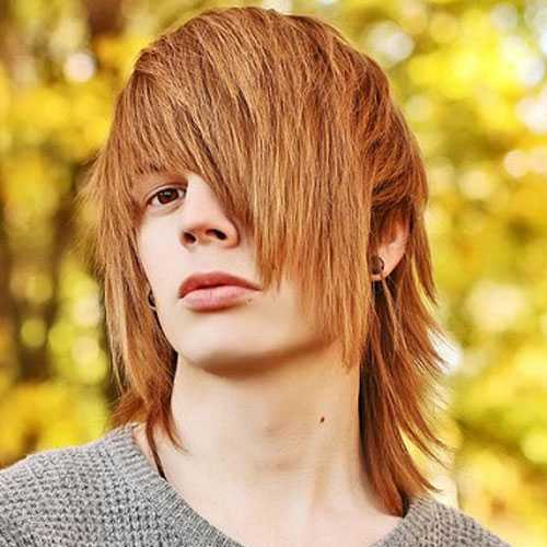 Emo Jungs mit langen Haaren