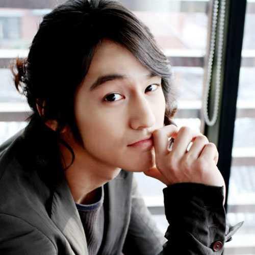 Lange Frisuren für asiatische Männer