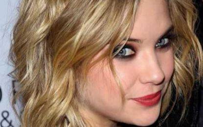 20 jener populärsten Mittleren gelockten gewellten Frisuren zu Gunsten von Frauen