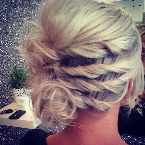 Pretty-Holiday-HairUp