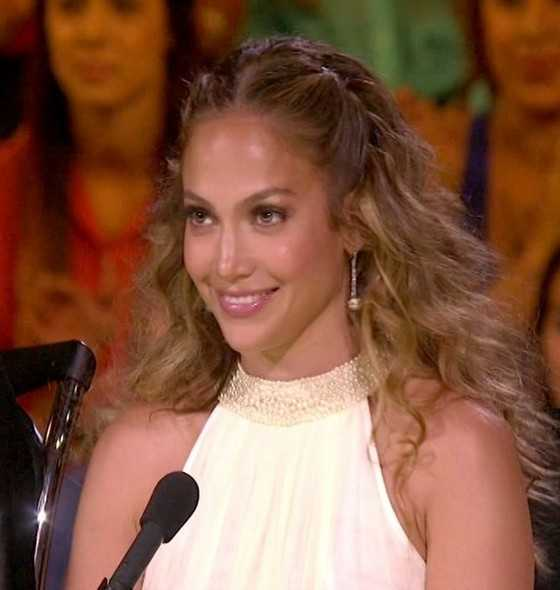 Jennifer Lopez Center Abschied Half Up Half Down FrisurJennifer Lopez Center Abschied Half Up Half Down Frisur / FOX