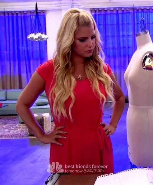 Jessica Simpson Half Up Half Down Frisur für langes blondes Haar / ABC