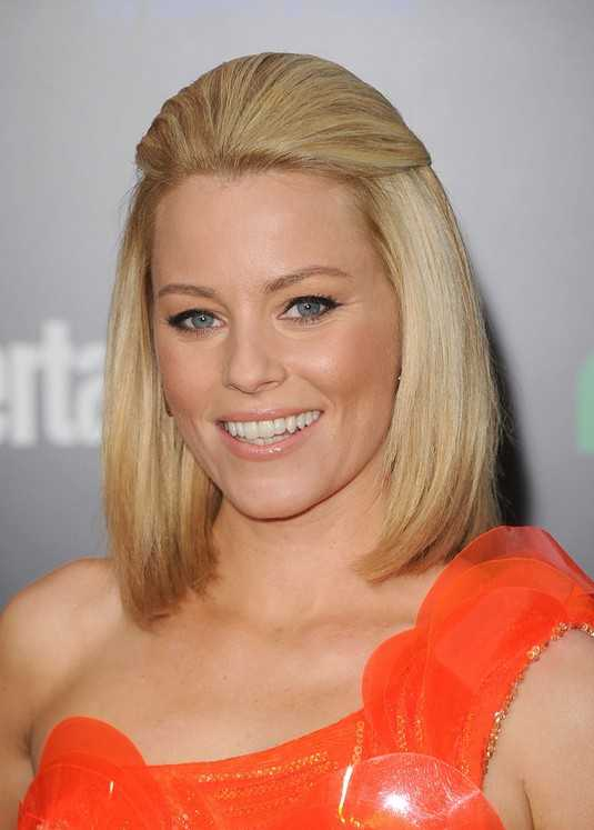 Elizabeth Banks Half Up Half Down Frisur für mittellanges Haar / getty-Bilder