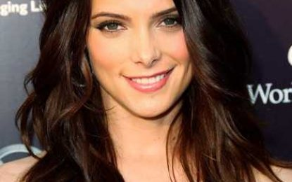 Ashley Greene wellige Frisuren mit Side Bangs