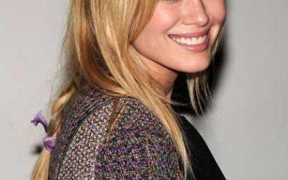 Hilary Duff Hübsche mittlere geflochtene Haarschnitt